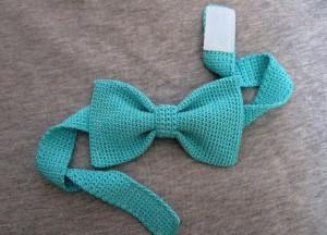 Как связать крючком галстук-бабочку