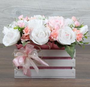 Букет и сувенир: гармония тандема милого подарка