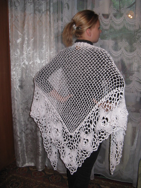 Треугольная летняя шаль